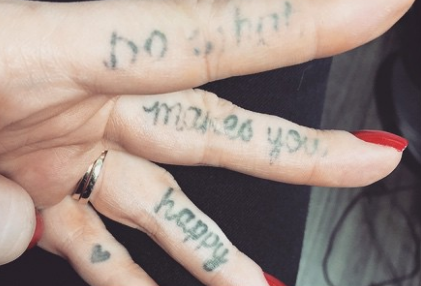 Those Trendy Finger Tattoos Dont Age Well Page 3 Of 3